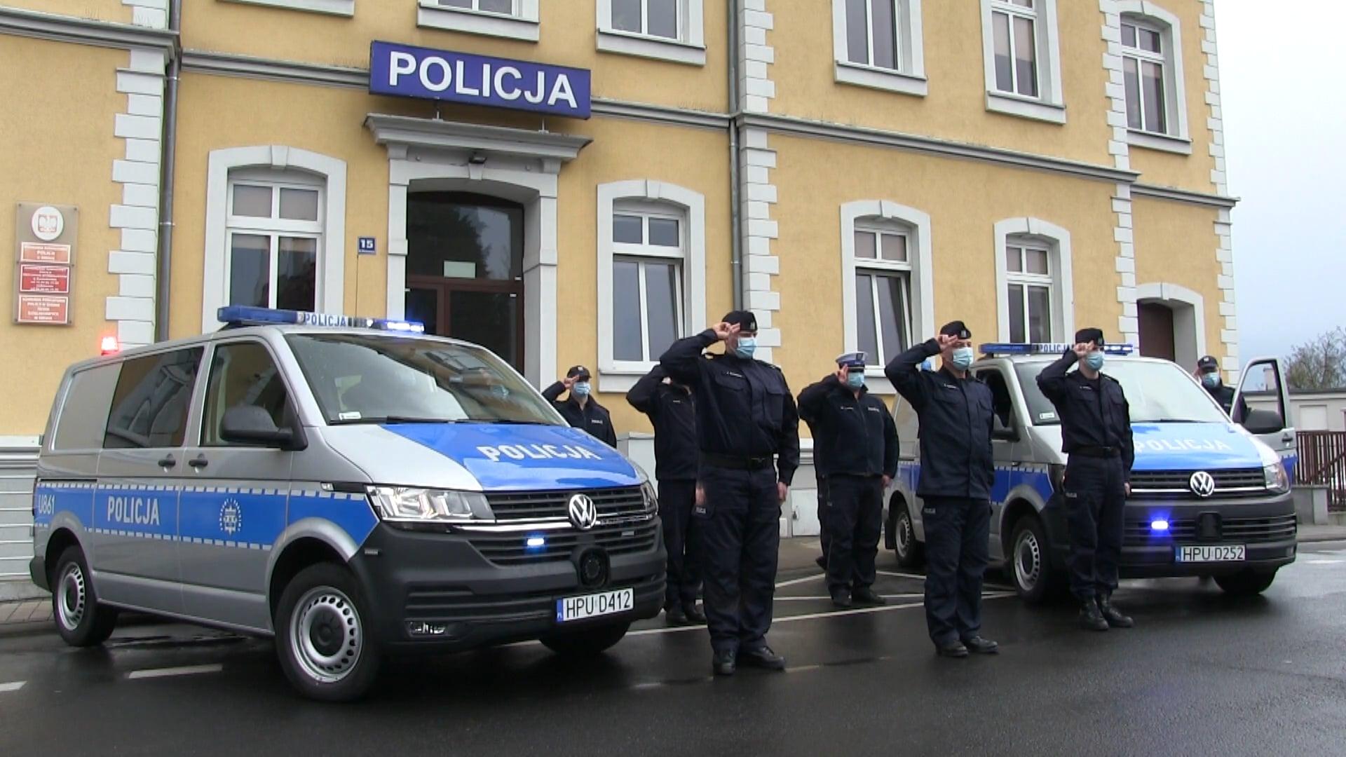 Policjanci i strażacy oddali hołd zmarłemu funkcjonariuszowi