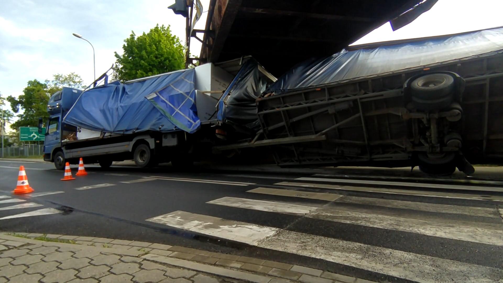 Wiadukt kontra ciężarówka 1:0. Kolejny raz