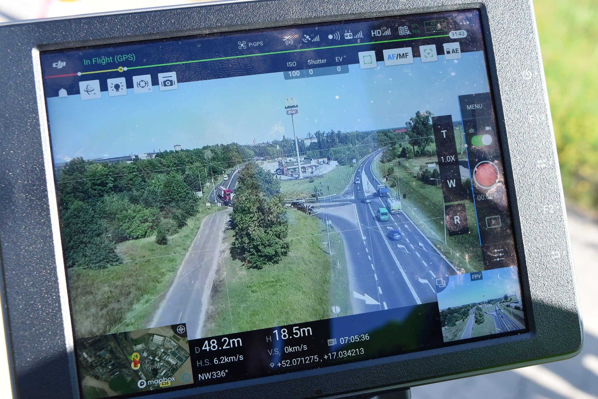 Śrem: policja patroluje drogi z udziałem drona